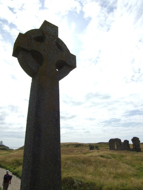 Celtic_cross_on_island