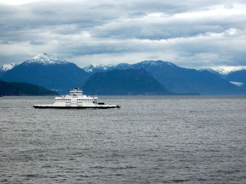 Bc_ferry_mountains_resize