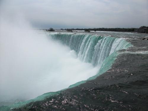 Niagara_falls_lip