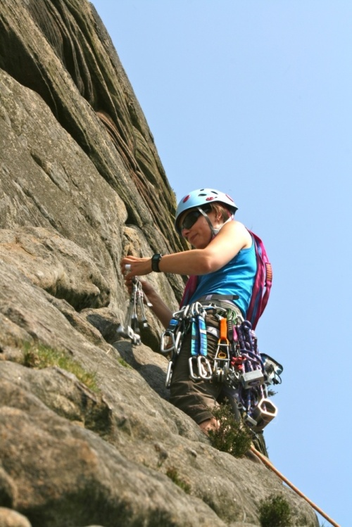 Nich_placing_gear_at_stanage
